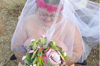 Cô dâu nặng tạ rưỡi không mảnh vải che thân hạnh phúc vô biên trong đám cưới