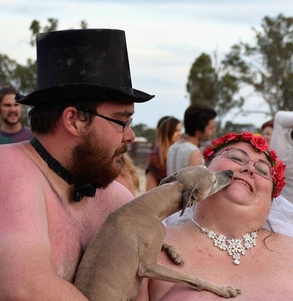 đám cưới khỏa thân
