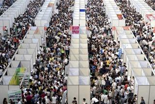 Há hốc mồm tỉ lệ chọi tuyển lễ tân Trung Quốc: 1 chọi 10 nghìn