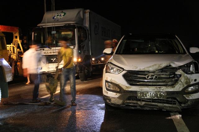 Hiện trường vụ tai nạn giao thông liên hoàn 3 tô tô