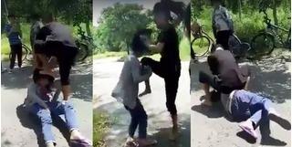 Phụ huynh òa khóc xem clip con gái bị dẫm lên mặt, bắt quỳ gối liếm chân