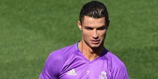 Ronaldo bị đồng đội sỉ nhục trên sân tập
