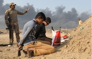 Quân đội Iraq áp sát vòng vây Mosul, khủng bố IS quẫn chí 'lột' râu bỏ chạy