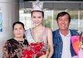Hoa hậu Ngọc Duyên khóc trong vòng tay bố mẹ khi trở về Việt Nam