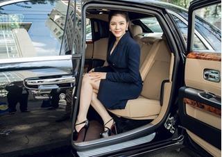 Lý Nhã Kỳ ngồi siêu xe Rolls-Royce 40 tỷ đi sự kiện