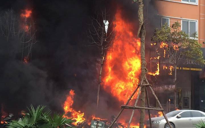 Hiện trường vụ cháy lớn trên phố Trần Thái Tông