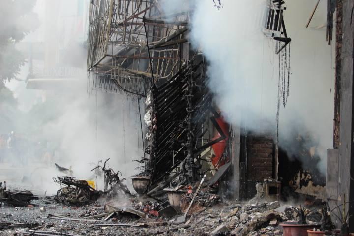 Một số hình ảnh tại hiện trường vụ cháy lớn 3