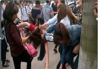 Vì sao ngày càng xuất hiện nhiều clip nữ sinh đánh nhau?