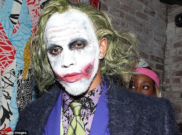 Tay đua Lewis Hamilton hóa thân thành Joker