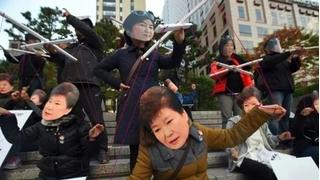 Nhóm 'bát tiên' bị nghi giật dây Tổng thống Hàn Quốc