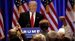 Người tố Trump lạm dụng tình dục trẻ em hủy họp báo 6 ngày trước bầu cử