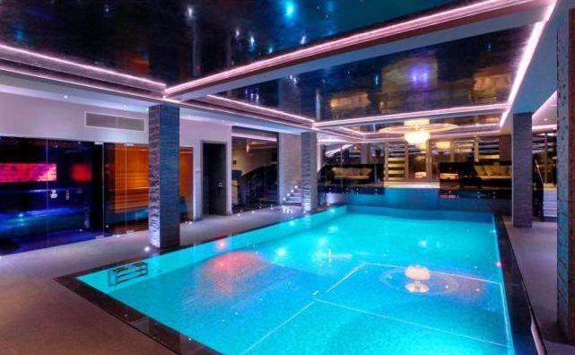 Bể bơi nhà Nasri