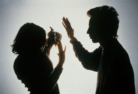 Gã đàn ông 40 tuổi đánh bạn gái nhập viện vì không chịu ngủ cùng.