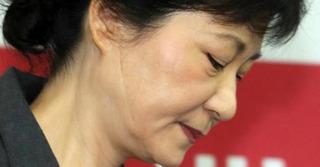 """Bức thư bí ẩn """"ám"""" nghiệp chính trị của Tổng thống Hàn Quốc"""