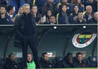 Mourinho tức tối chỉ trích học trò sau thất bại trước Fenerbahce