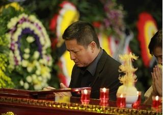 Giới nghệ sĩ nghẹn ngào tiễn đưa NSƯT Phạm Bằng