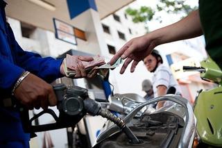 Sau 5 lần tăng liên tiếp, giá xăng dầu đứng yên