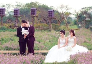 Cặp đôi chú rể tình tứ khi chụp ảnh cưới khiến hai cô dâu sững người
