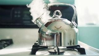 Sai lầm chết người khi đun sôi lại nước đã nấu