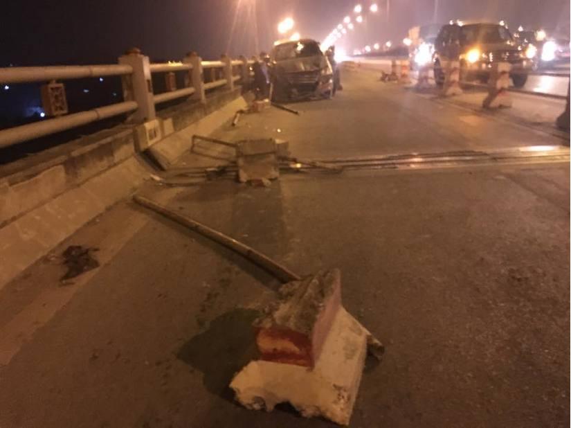 Dải phân cách bị tông sập tại hiện trường tai nạn giao thông