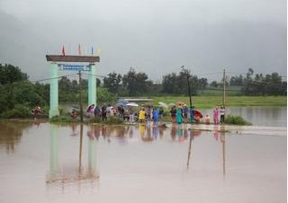 Đắk Lắk: 7 công an huyện bị nước lũ cuốn trôi