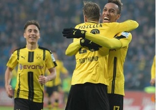 Aubameyang rực sáng, Dortmund nghiền nát Hamburg