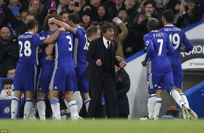 Chelsea lên ngôi đầu bằng chuỗi trận thăng hoa