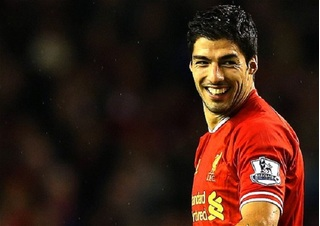 Suarez tố đồng đội cũ tại Liverpool là kẻ ăn vạ
