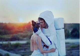 """Bộ ảnh cưới """"tình yêu ngoài hành tinh"""" độc nhất vô nhị"""