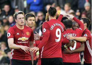 Ibrahimovic ghi bàn, Man United quay lại mạch thắng
