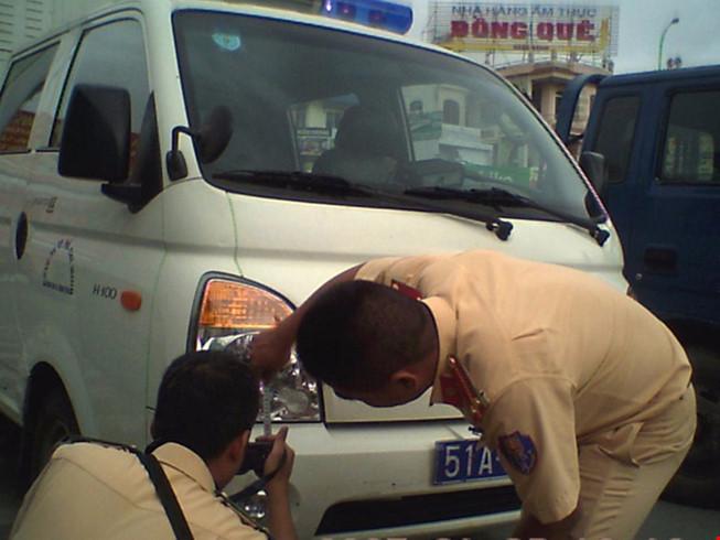 Vụ xe cảnh sát gặp nạn vào chiều 6/11 ở TP.HCM khiến 1 người bị thương