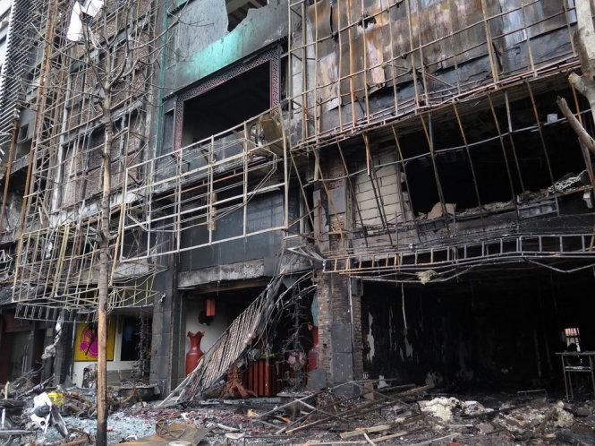 Hiện trường vụ cháy quán karaoke Trần Thái Tông khiến 13 người chết