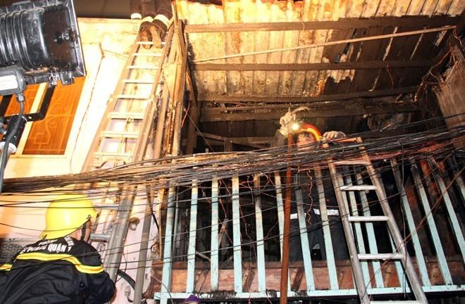 Hiện trường tan hoang sau đám cháy do thanh niên ngáo đá đốt nhà