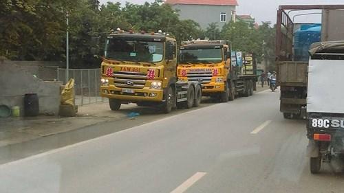 Có ít nhất 5 xe tải tham gia vào lễ ăn hỏi lạ ở Vĩnh Phúc