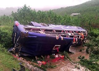 Lật xe khách ở Quảng Nam: 2 người bị đè chết là vợ chồng