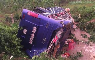 Vụ lật xe khách ở Quảng Nam: Người mẹ cứu con ở phút sinh tử