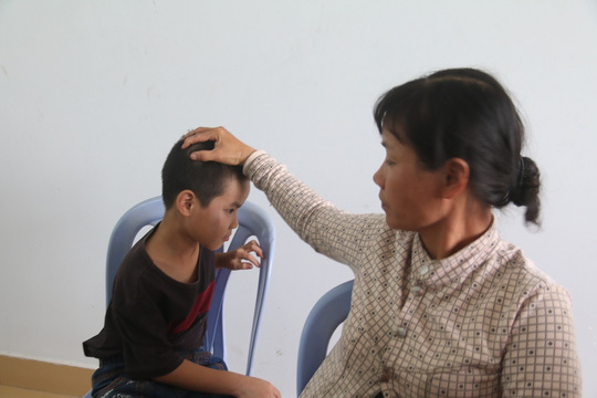 Mẹ con chị Yên may mắn thoát chết sau vụ xe khách lật ở Quảng Nam