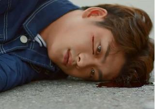 Fan khóc ròng vì cảnh Junsu bị tai nạn trong tập 2 Tuổi Thanh Xuân
