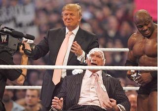 Xem tổng thống Donald Trump hạ đo ván đối thủ trên sàn đấu vật