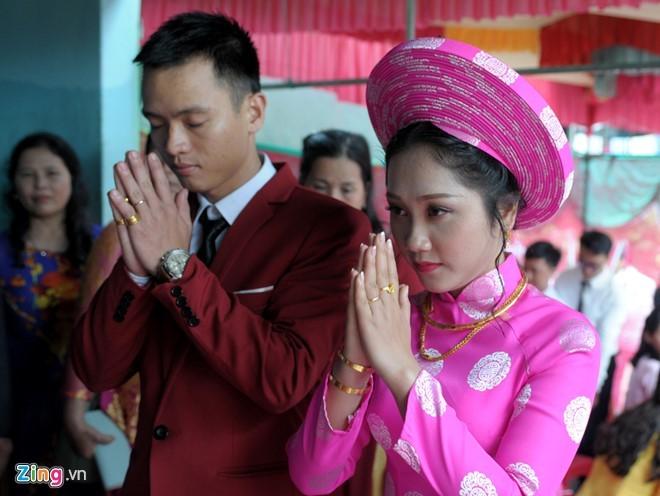 Chú rể nguyện cầu dù cuộc đời muôn vàn trắc trở, hai vợ chồng vẫn mãi mãi hạnh phúc bên nhau