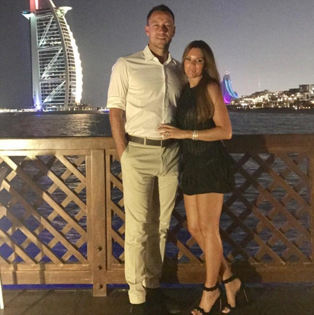 Terry đi nghỉ mát ở Dubai cùng bà xã