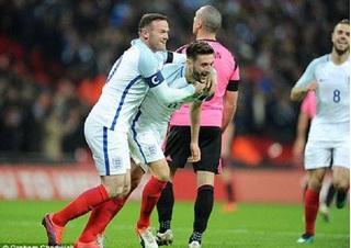 """Đón Rooney trở lại, Tam Sư diệt gọn """"người anh em"""" duyên nợ"""