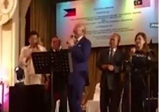 Video Tổng thống Philippines hát karaoke với Thủ tướng Malaysia hút cư dân mạng