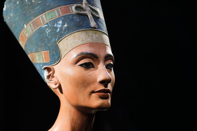 Nữ hoàng Nefertari nổi tiếng với vũ điệu mặt trời làm mê đắm bao người