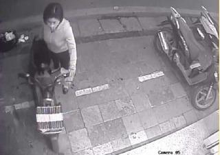 Clip: Truy tìm nữ quái trộm xe điện chỉ trong 10 giây