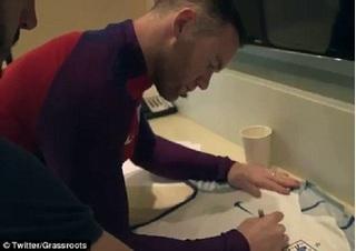 Wayne Rooney lại khiến người hâm mộ cảm động vì hành động cao thượng