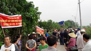 Người dân bức xúc với dự án đưa mộ vào khu dân cư