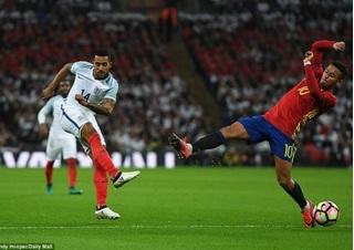 Hàng thủ mất tập trung, ĐT Anh bị Tây Ban Nha cầm hòa ngay tại Wembley
