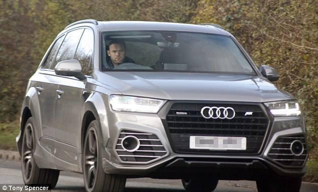 Rooney buồn bã trở về CLB