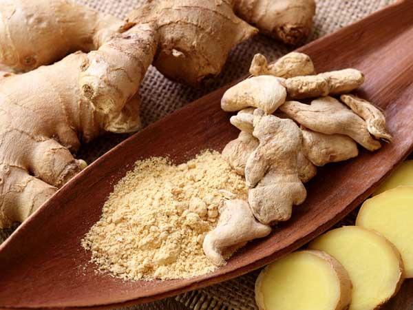 Gừng là nguyên liệu có sẵn trong bếp có thể làm thành nước uống chống chướng bụng cực tốt